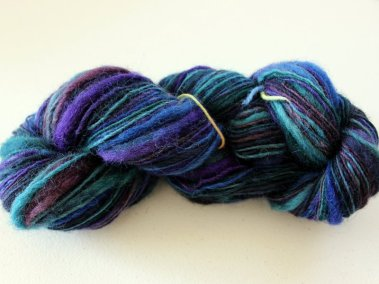 Tidy art yarn skein.